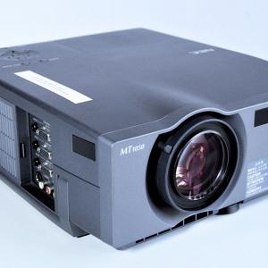 NEC-Beam MT1050 vorn