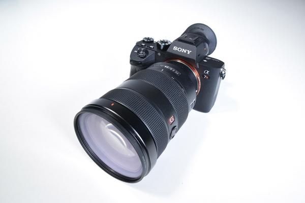 Sony-Alpha7 RIII mit Objektiv