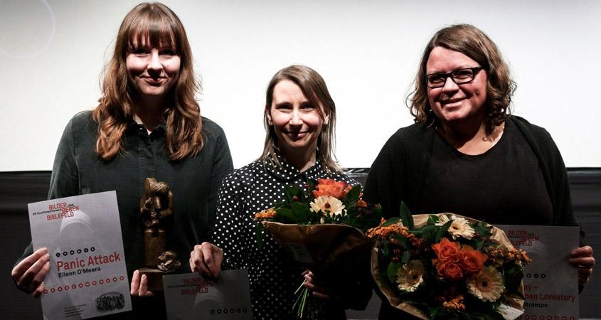 Moderatorin Marina Böddeker in Vertretung von Eileen O'Meara (1. Preis), Sandra Bernhardt (3.Preis), Judith Väth (2. Preis)