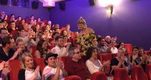 Exkursion Frau Lather erhebt sich aus dem Publikum