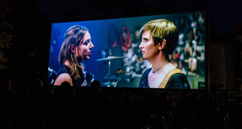 Szenenbild mit Luise Oevermann und Laura Parker