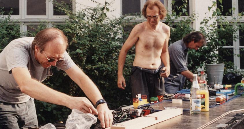 Helmut Lemke & Crew bei der Performancevorbereitung