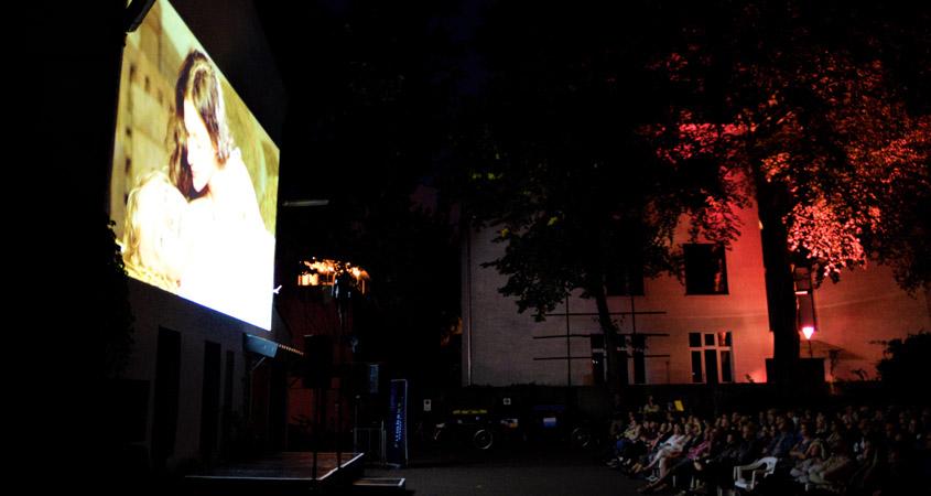 Filmhaus leuchtet Publikum