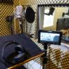 Sprecherkabine mit Neumann Großmembran-Mikrofon