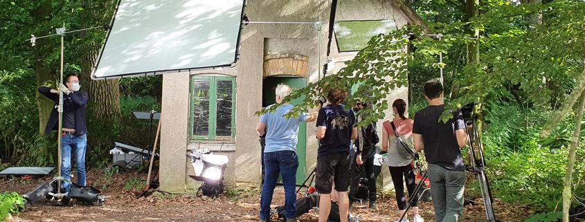 """Filmhaus-Bouncer am Set von """"Mühlen im Wind"""""""