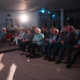 Interessierte Zuschauer bei der Premiere von Land in Sicht